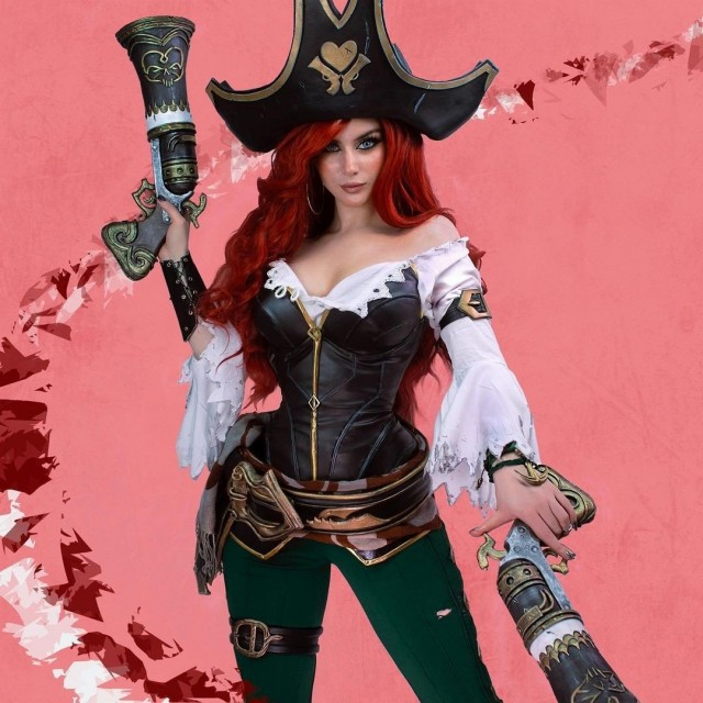 Meet Miss Sarah Fortune! 🏴☠️💘Who will fortune favor today?;3 Let's...