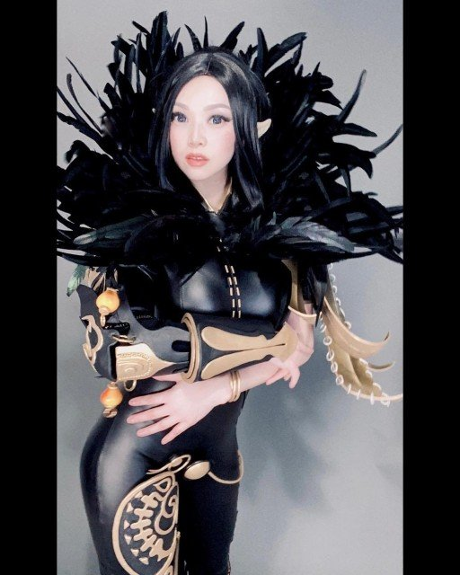 Evil feels better 😈 Finished my cosplay of Jin Seo Yeon (Jinsoyun) from Blade & Soul Revolution. Can't wait to get shots in this costume :D Just a peek for now 🖤 Download BNSR bit.ly/39QtBHk #RevengeAwaits #bnsr #netmarble #ad