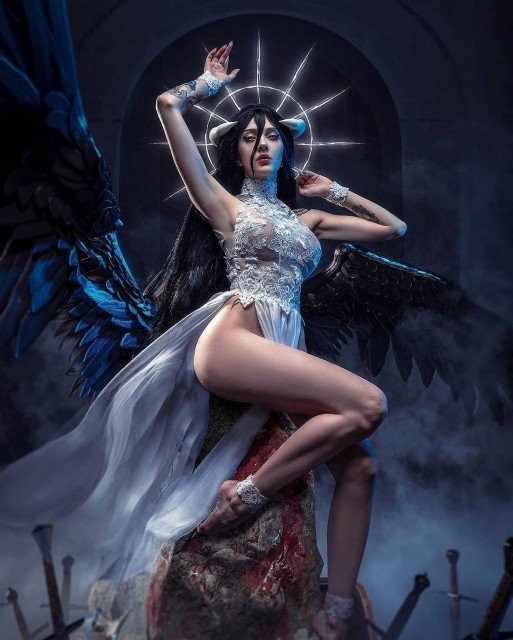 """Albedo exclusive photoset will be available at the end of this month on my P🅰tr3🅾n from tier """"Nova""""with 🔥 photos You already know where the l!nk is 😊 Based on awesome art by @michael.ma0 ❤ -Photo and edit by @akunohako 🖤 -Costume made by me✨ #overlord #albedo #albedocosplay #anime #cosplay"""