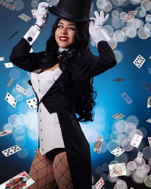 How's your Monday been: magic or manic? Mine's probably been more magic, I spent it cuddling my dogs at home and editing photos. 😘 . . . . . #zatanna #zatannacosplay #zatannazatara #zatannazataracosplay #dccomics #dccomicscosplay #dc #dccosplay #cosplay #cosplaygirls #cosplaygirl #cosplayersofinstagram #cosplayer #geekgirls #nerdgirls #girlsofcosplay #womenofcosplay #southfloridacosplay
