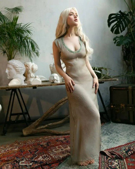 Daenerys in the translucent dress looks amazing like sun and...