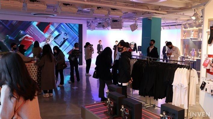 T1 открыла магазин брендированной одежды