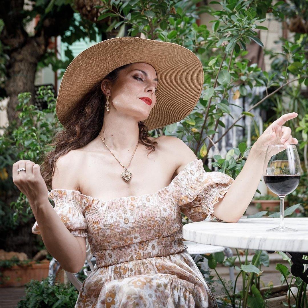Модель исполнившая роль Леди Димитреску показала какой вампиресса была в прошлом