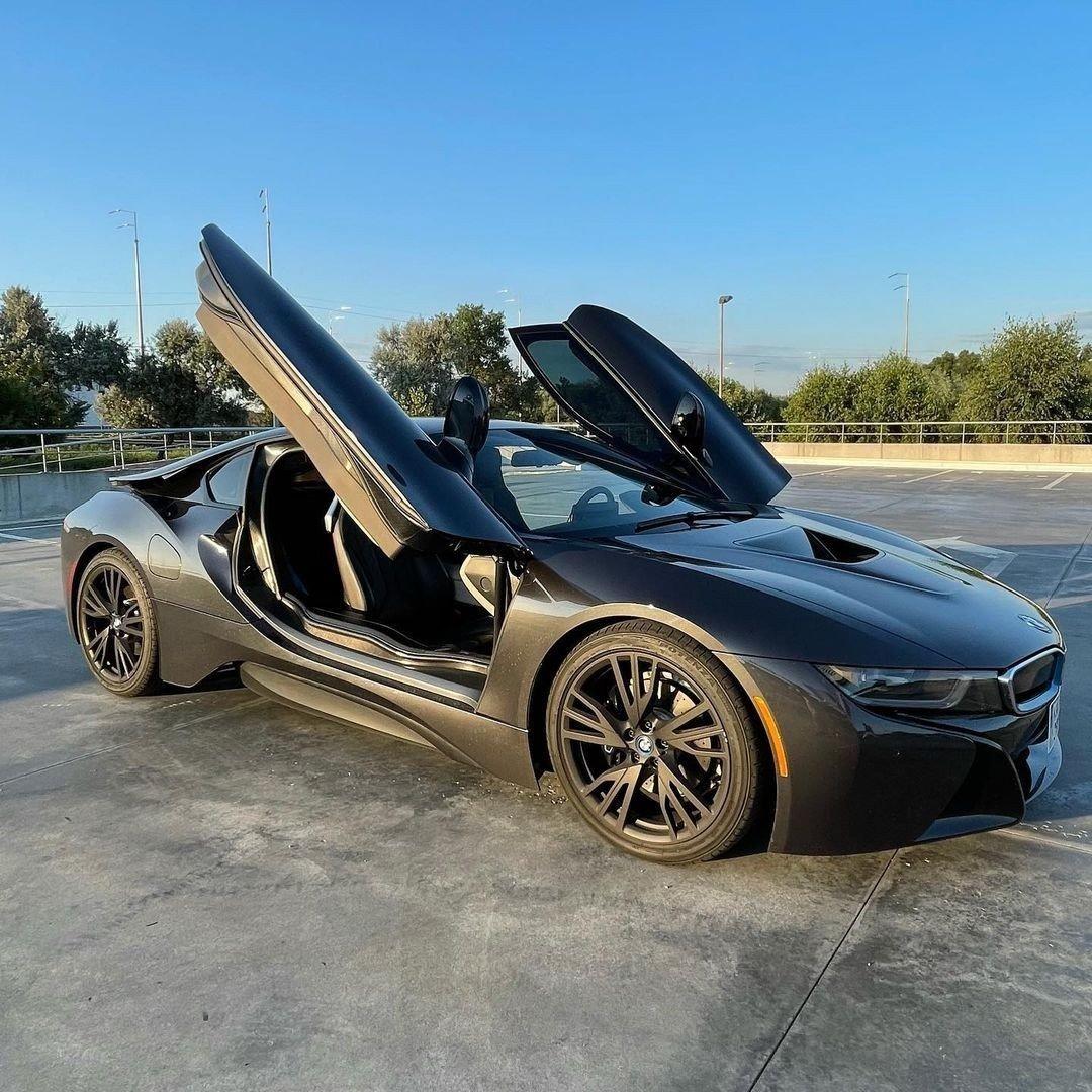 Роман Resolut1on Фоминок похвастался новой тачкой — он приобрел BMW i8 за 10 миллионов рублей