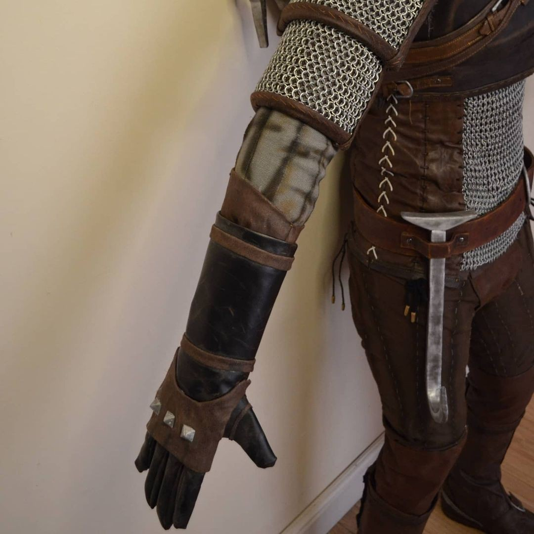 Косплеер воссоздал броню Геральта из The Witcher 3 получилось очень реалистично