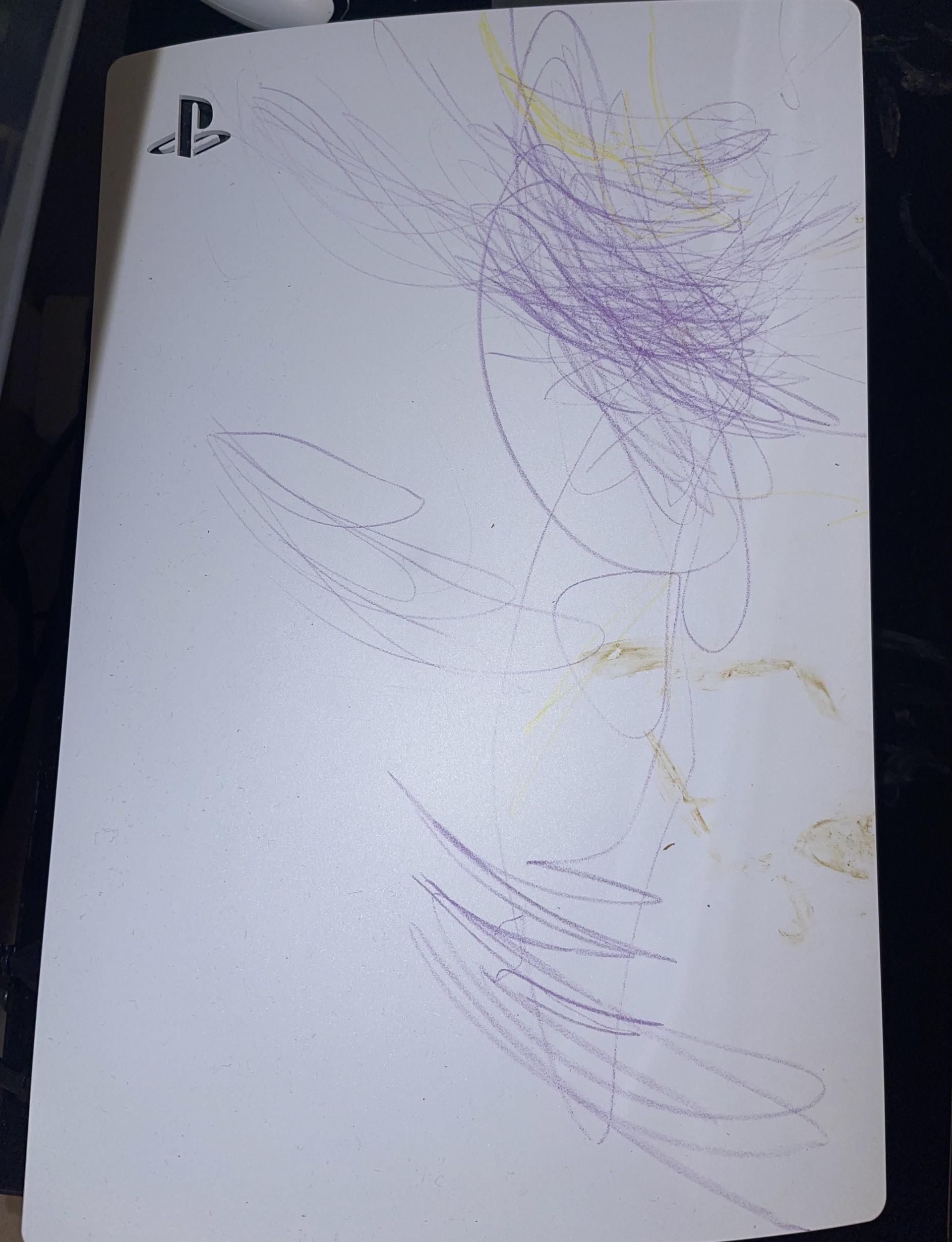 Что будет если консоль PS5 попадет в руки маленького ребенка
