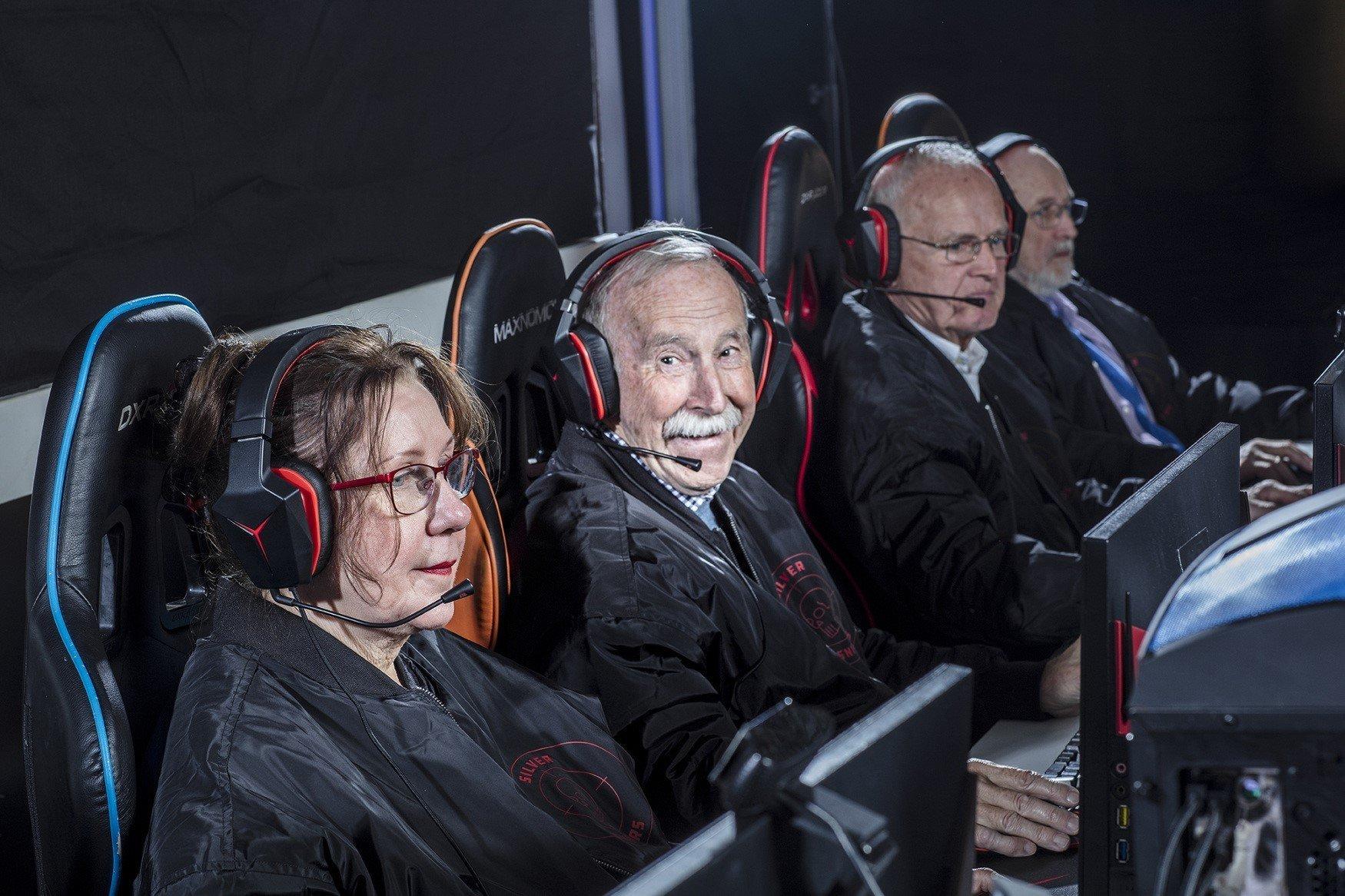 CSGO все возрасты покорны команда пенсионеров выигрывает турниры а старшему игроку 78 лет