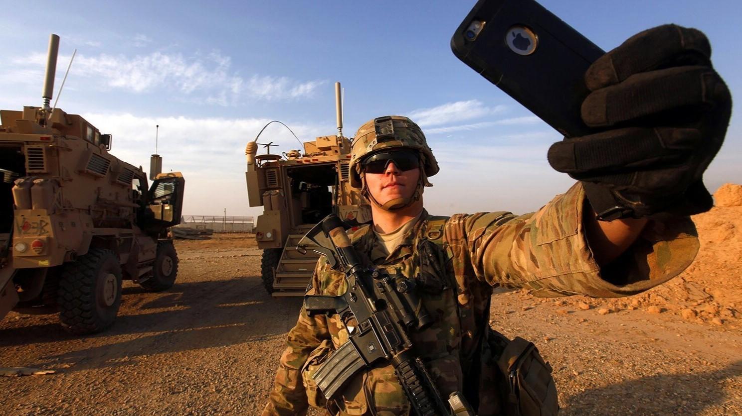 Это нормально Солдаты США играли в Pokemon GO на базе в Афганистане