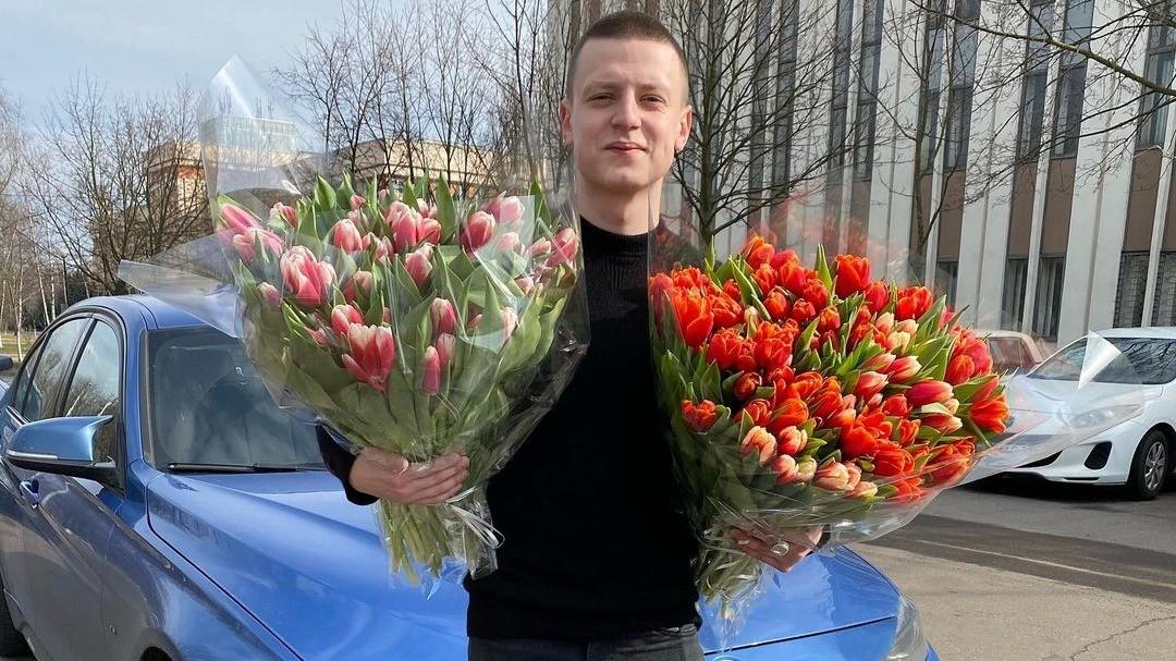 Скандальный белорусский блогер выплатил 2 миллиона рублей хозяйке машины на капоте которой танцевал