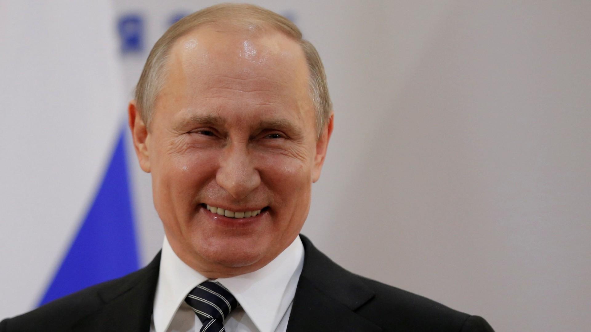 На Первом канале перевели поздравление Путина на язык дотеров
