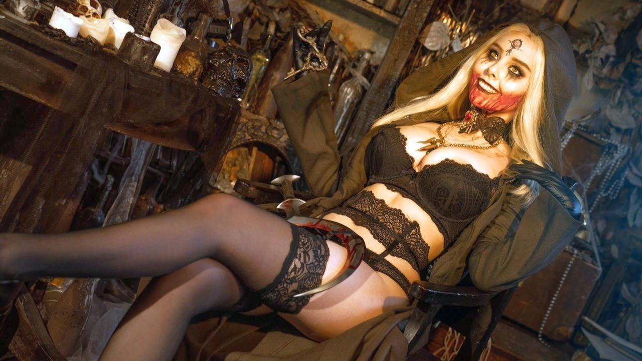 В продаже появятся фигурки дочерей Димитреску из Resident Evil Village с них можно снять лифчик и трусики