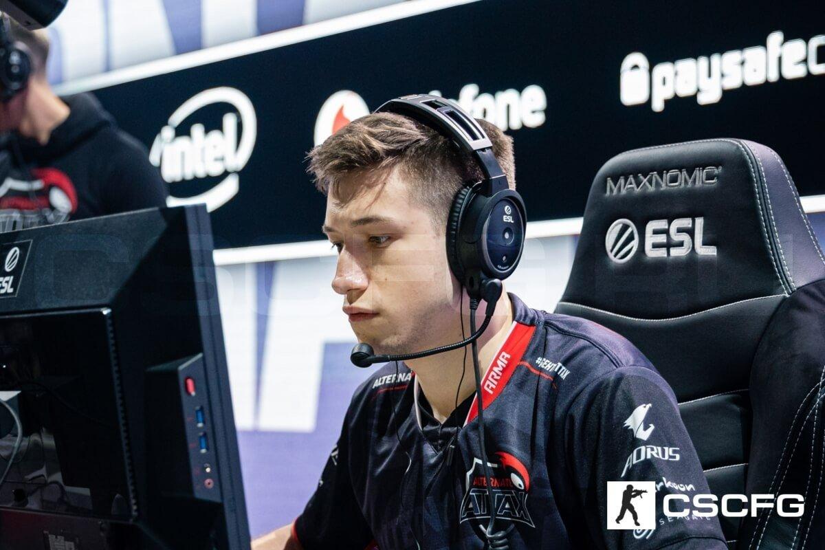 У игрока OG нашли болезнь де Кервена у него немеют руки во время игры